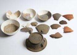 漆台遺跡第1号住居跡出土 須恵器円面硯及び伴出遺物